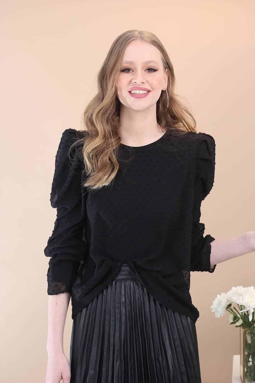 חולצה שחורה נקודות